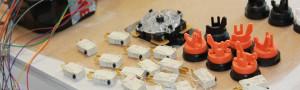 Equiper le « control panel » de joysticks, boutons, trackball et spinner